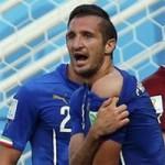 """Bóng đá - Suarez cắn người khiến làng túc cầu """"sôi sùng sục"""""""