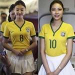 Thời trang - Nữ tiếp viên hàng không mặc áo bóng đá hút sự tò mò