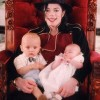 Ảnh hiếm của Michael Jackson bên 2 con