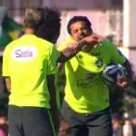 Bóng đá - SAO Brazil tái hiện màn cắn người của Suarez