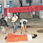 Tin tức trong ngày - TQ: Bị chửi trước lớp, thầy giáo tát học trò đến chết