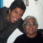 Bà nội nói Suarez bị đối xử giống như một con chó