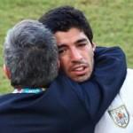 HLV Uruguay bức xúc tố Suarez bị biến thành vật tế thần