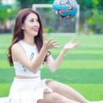 Ngọc Thảo đáng yêu trên sân bóng