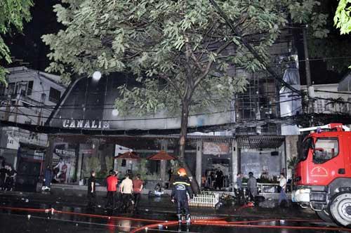 Cháy quán bar giữa trung tâm Sài Gòn - 1