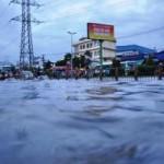 Tin tức trong ngày - TPHCM: Mưa 1 giờ, có nơi ngập... 1m