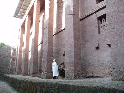 Nhà thờ khắc từ đá độc đáo ở Ethiopia - 7