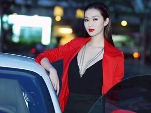 Khánh My gợi cảm lái siêu xe 12 tỷ dự sự kiện
