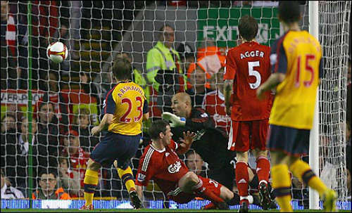 Arsenal đối đầu Liverpool: Cân não & giàu cảm xúc 4