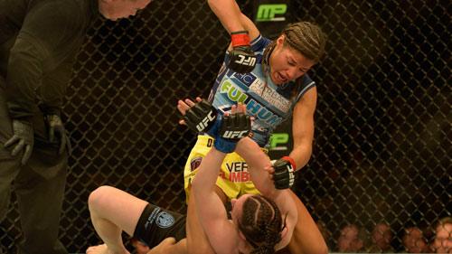UFC: 1 phút nhận 100 cú đấm mới chịu thua - 1
