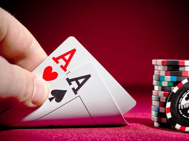 Chơi cờ bạc bịp, thiếu úy cảnh sát bị cướp tại sòng bạc - 1