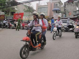Hà Nội: Học sinh không đội MBH, nhà trường bị hạ thi đua - 1
