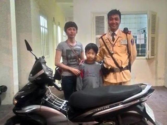 Hà Nội: Bất ngờ nhận lại xe máy sau 4 năm bị mất - 1