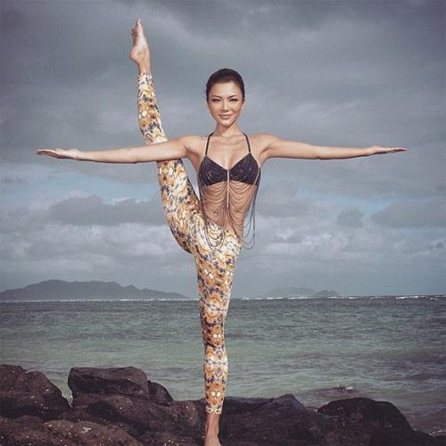 Thân hình sexy tuyệt đỉnh của mỹ nhân yoga gốc Á - 12