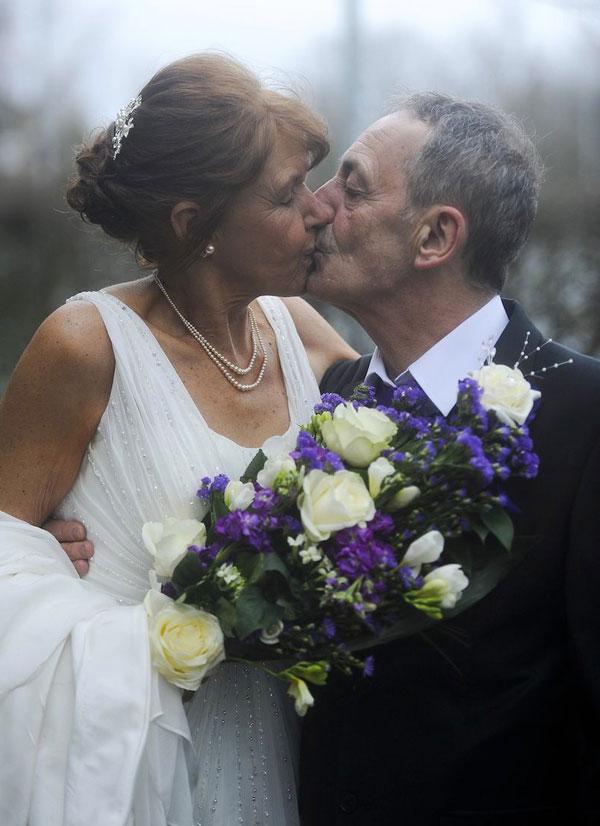 Đám cưới cảm động của người mẹ bị ung thư giai đoạn cuối - 4