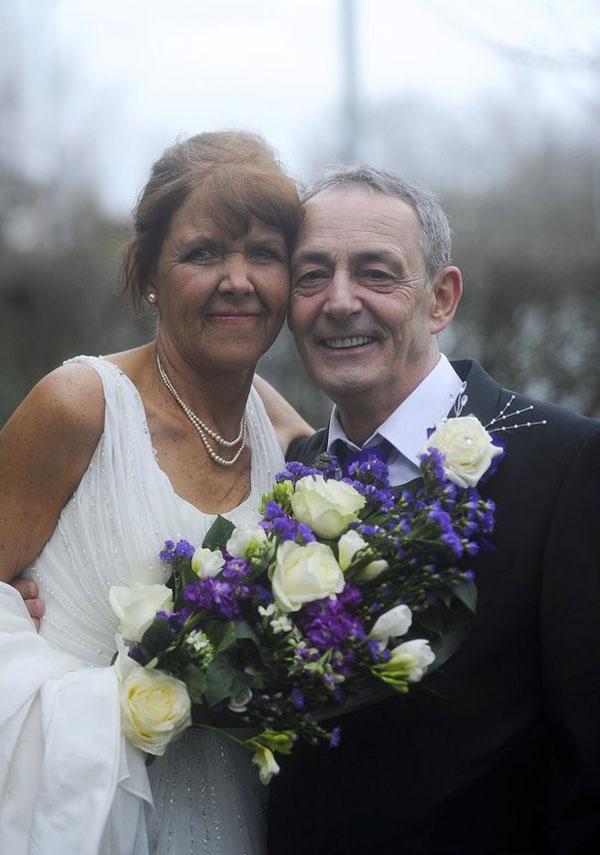 Đám cưới cảm động của người mẹ bị ung thư giai đoạn cuối - 1