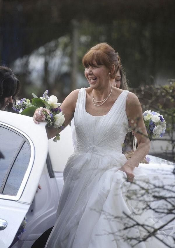 Đám cưới cảm động của người mẹ bị ung thư giai đoạn cuối - 3