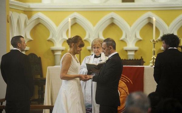 Đám cưới cảm động của người mẹ bị ung thư giai đoạn cuối - 2