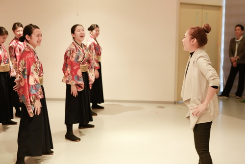 Mỹ Tâm dạy nhảy cho học sinh Nhật Bản - 1
