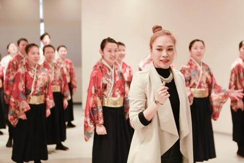 Mỹ Tâm dạy nhảy cho học sinh Nhật Bản - 5