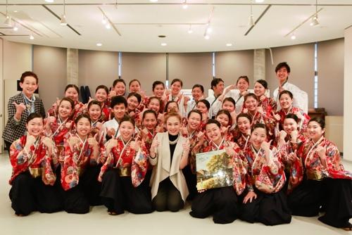 Mỹ Tâm dạy nhảy cho học sinh Nhật Bản - 6