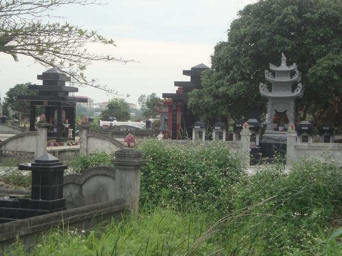 Truy tìm kẻ đập phá hàng trăm ngôi mộ ở Hải Phòng - 1