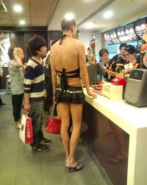 """Thất kinh với """"nạn nhân thời trang"""" trên phố Hong Kong - 3"""