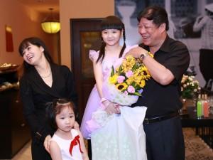Con gái Trang Nhung được bố mẹ thưởng lớn