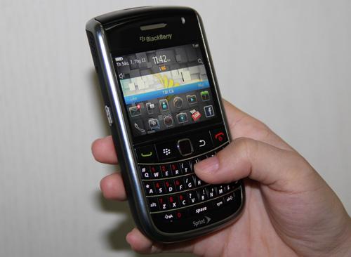 Blackberry 9650 sang trọng, đẳng cấp giá chỉ 1,3 triệu đồng - 2