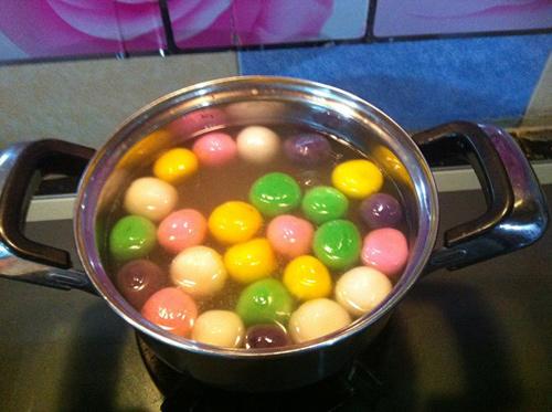 Brilliant rainbow floating cake