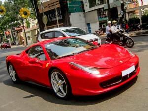 Ferrari 15 tỷ của thiếu gia Sài thành xuống phố