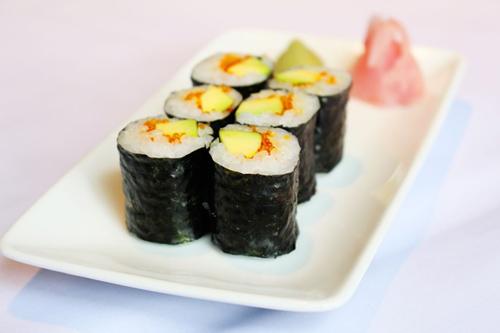 5 món sushi siêu hấp dẫn từ quả bơ - 1