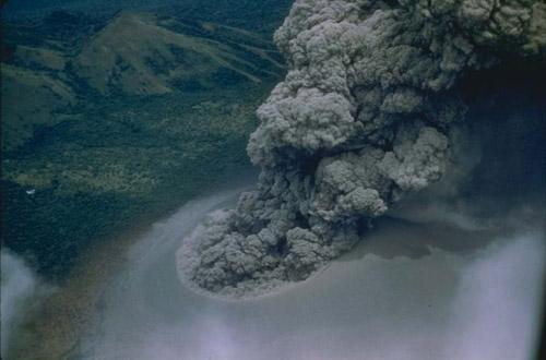 Đùa với tử thần: Điên rồ trượt trên đỉnh núi lửa - 2