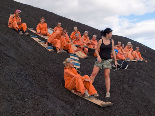 Đùa với tử thần: Điên rồ trượt trên đỉnh núi lửa - 3