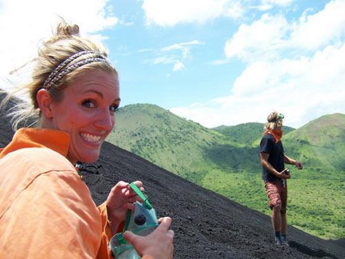 Đùa với tử thần: Điên rồ trượt trên đỉnh núi lửa - 5