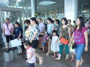 Du khách đổ về Đà Nẵng xem thi bắn pháo hoa quốc tế
