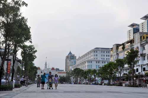 Phố đi bộ hiện đại nhất Việt Nam trước giờ mở cửa - 1