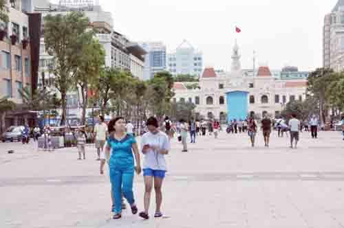 Phố đi bộ hiện đại nhất Việt Nam trước giờ mở cửa - 12
