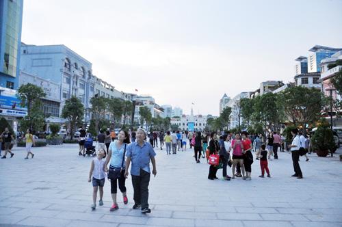 Hàng ngàn người tham quan phố đi bộ hiện đại nhất VN - 4