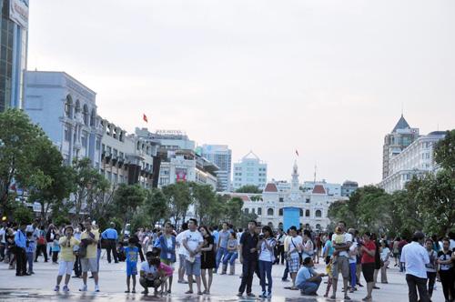 Hàng ngàn người tham quan phố đi bộ hiện đại nhất VN - 2