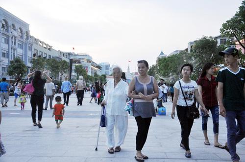 Hàng ngàn người tham quan phố đi bộ hiện đại nhất VN - 3