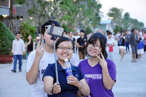 Hàng ngàn người tham quan phố đi bộ hiện đại nhất VN - 6