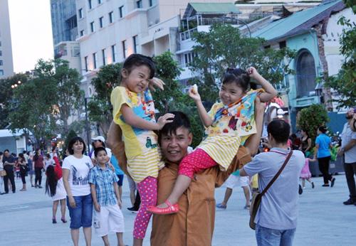 Hàng ngàn người tham quan phố đi bộ hiện đại nhất VN - 10