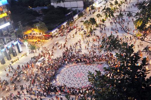 Hàng ngàn người tham quan phố đi bộ hiện đại nhất VN - 11