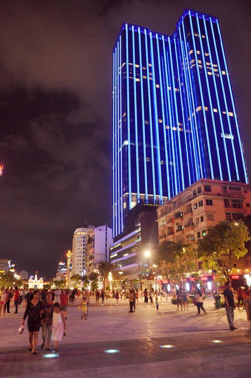 Hàng ngàn người tham quan phố đi bộ hiện đại nhất VN - 14