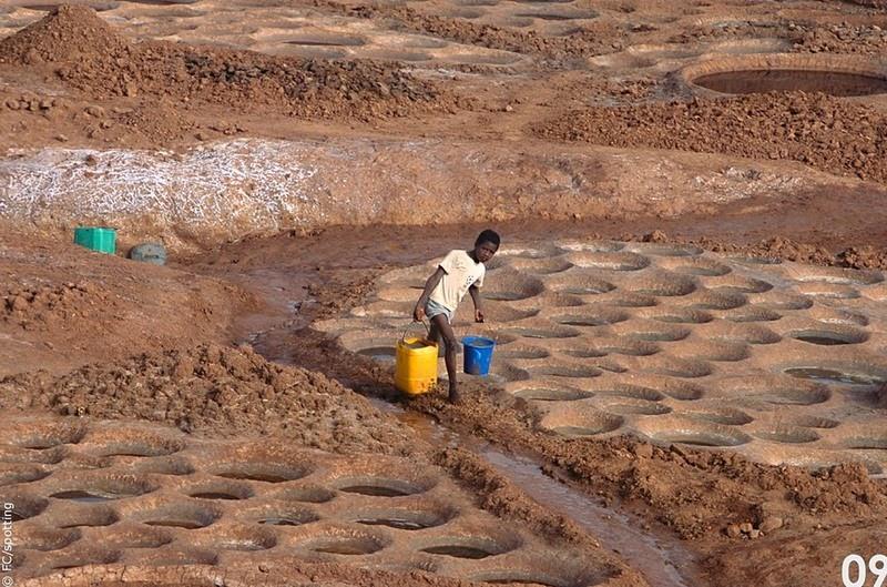 """Cánh đồng muối đất sét """"độc nhất vô nhị"""" ở sa mạc Sahara - 8"""