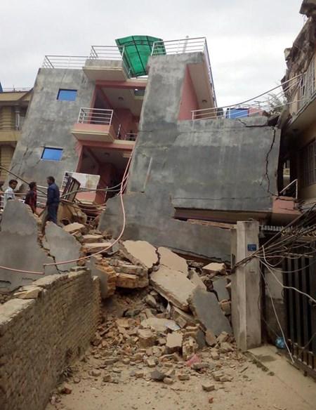 Vẫn còn nhiều người Việt bị mất liên lạc ở Nepal - 1