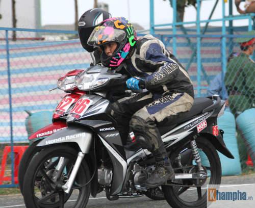 """Tai nạn """"như mưa"""" tại giải đua mô tô ở Bình Dương - 5"""