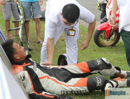 """Tai nạn """"như mưa"""" tại giải đua mô tô ở Bình Dương - 8"""