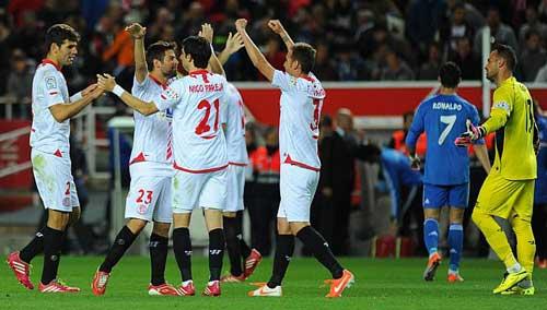 """Liga trước V35: Real & """"tử địa"""" Sanchez Pizjuan - 2"""
